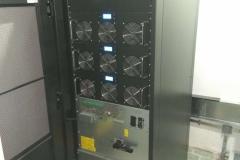 ИБП INVT HT33150X с открытой передней панелью.